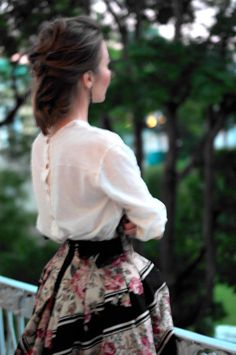 Sweet and feminine style; Love Fashion, Vintage Fashion, Womens Fashion, Paris Fashion, Hippie Style, Ulyana Sergeenko, Look Vintage, Vintage Skirt, Russian Fashion