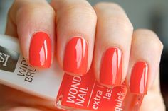 Isadora - 701 hot coral everything i love 3 red Plum Nails, Orange Nail Polish, Red Nails, Summer Nails Almond, Almond Nails, Coffin Nails, Acrylic Nails, Nail Colors, Coral