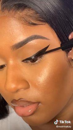 Winged Eyeliner Tricks, How To Do Eyeliner, Cat Eyeliner, Eye Liner Tricks, Makeup 101, Makeup Inspo, Makeup Inspiration, Beauty Makeup, Eye Makeup