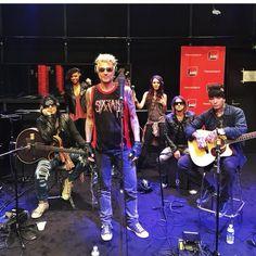 Sixx:A.M. revivez leur passage dans La Bande Originale - France Inter de Nagui sur France Inter ! Inclus une reprise inédite !!!! Eleven Seven Music présente Hier matin SIXX: A.M. - groupe formé par le bassiste Nikki Sixx (Mötley Crüe), le guitariste Dj ASHBA (Guns N'Roses) et le chanteur / producteur James Michael (Scorpions, Meat Loaf, Papa Roach... ) - était l'invité musical de l'émission La Bande Originale de Nagui diffusée en direct de 11h00 à midi et demi sur France Inter