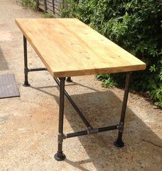 Vintage Industrial Gas Pipe Dining/Kitchen Table by breuhaus Country Kitchen Farmhouse, Shabby Chic Kitchen, Vintage Industrial Furniture, Shabby Chic Furniture, Industrial Dining, Shabby Chic Theme, Gas Pipe, Dining Table In Kitchen, Dining Tables