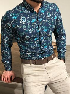 Slim fitted shirts are classic and and we can see why! for a Floral Turquoise Slim Fit Shirt Men's Shirts And Tops, Casual Shirts, Turquoise Shirt, Turquoise Party, Camisa Floral, Moda Formal, Formal Men Outfit, Designer Suits For Men, Slim Fit
