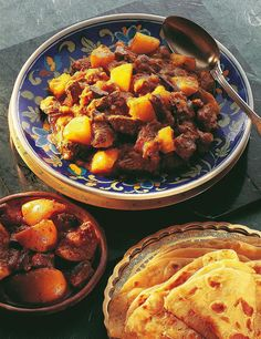 If you are looking for the best curry in the world, look for a Durban curry, which is purely and proudly Indian South African cuisine. Oven Chicken Recipes, Dutch Oven Recipes, Cooking Recipes, Halal Recipes, South African Recipes, Indian Food Recipes, Ethnic Recipes, Jamaican Recipes, Curry Recipes