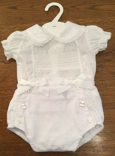 Beautiful Baby Girls Top /& Shorts in White Newborn 0//3 or 3//6 Months BNWT