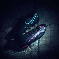 Superfly or Tiempo? Get the low-down on the @nikefootball Pitch Dark Pack using…