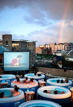 LONDON'S HOT TUB CINEMA omg this is amazing for two reasons. outdoor movie and they are watching Anchorman! I wanna go! Cinemas In London, Outdoor Cinema, Outdoor Theater, Outdoor Spa, Indoor Outdoor, Cool Inventions, To Infinity And Beyond, Movie Theater, Jacuzzi