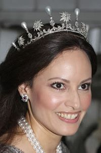 Carina Axelsson in the Sayn-Wittgenstein-Berleburg tiara. Tiara belonging to Queen Sophia of Sweden, diamond stars with pear shaped pearl spikes - a wedding gift of Duke Adolf of Nassau to his half-sister Sophie on her 1857 marriage with Oscar II of Sweden. Now part of the Danish royal jewels, currently owned by Princess Benedikte of Sayn-Wittgenstein-Berleburg