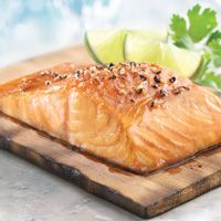 Brown Sugar Salmon                     	20 mins, Total Time:                   	1 hour(s)      	20 mins, Ingredients: 4 salmon portions, skinless (about 6 oz each), 1 Tbsp dark brown sugar, 1 Tbsp Wegmans Cracked Pepper Seasoning Shak'r, 4 Tbsp Wegmans Horseradish Cream Sauce (Seafood Dept)
