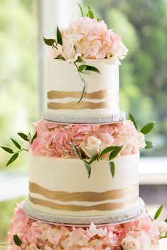 Christy and Josh's wedding cake was beautiful! The gold painted details and the roses on each tier are stunning. A true piece of art! Ashton Gardens, Unique Wedding Venues, Chapel Wedding, Gold Paint, Wedding Cakes, Art Pieces, Roses, Beautiful, Wedding Gown Cakes