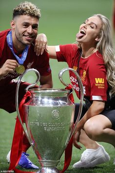 Perrie Edwards celebrates with Alex Oxlade Chamberlain after Liverpool Champions League win against Spurs Liverpool Premier League, Liverpool Champions League, Liverpool Players, Liverpool Fans, Liverpool Football Club, Cute Couples Football, Soccer Couples, Hot Football Fans, Soccer Players Hot