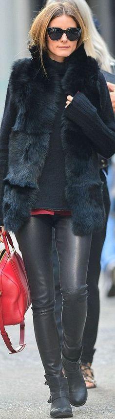 Olivia Palermo - Icono fahionista por excelencia ..super canchera con leggins de cuero negro