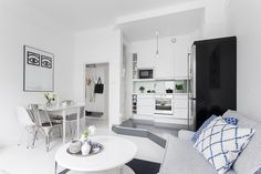 Small areas of the day: a fully white one bedroom apartment