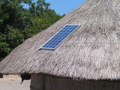 Solar Energy Facts Pros And Cons. Making a choice to go eco friendly by changing over to solar power is definitely a good one. Solar power is now becoming regarded as a solution to the worlds power requirements. Solar Panel Lights, Used Solar Panels, Solar Panels For Home, Off Grid Solar, Solar Energy Facts, Solar Energy System, Diy Solar, Solaire Diy, Solar Panel Project