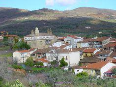 Vistas de Pasarón de la Vera con su palacio al fondo. #pasarondelavera #lavera #caceres #extremadura #verateando #spain #turismorural