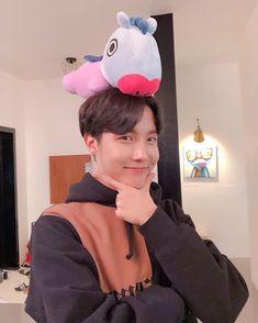 BTS's J-hope (Hoseok) with his character, Mang. Mang is a part of J-hope's name, does that mean that Mang is a part of him❓😘 Bts J Hope, J Hope Selca, Gwangju, K Pop, Jung Hoseok, Jungkook Selca, Bts Bangtan Boy, V Taehyung, Mixtape