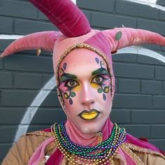 We're getting ready to celebrate Mardi Gras with this festive jester make-up, featuring eyeshadow from Ben Nye! #MakeupMonday #MardiGras #MardiGras2017 #BenNye #Makeup