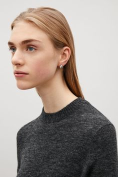 A modern stud design, these large stud earrings have a sleek metal ball with butterfly back fastenings.