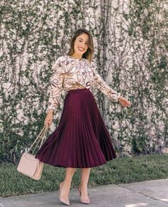 """elegansnok:""""Thank you virtuous Christian lady who loves wearing a nice pleated skirt! Modest Dresses, Modest Outfits, Classy Outfits, Modest Fashion, Hijab Fashion, Chic Outfits, Fashion Dresses, Fashion Boots, Pleated Skirt Outfit"""