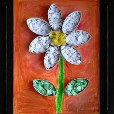 Flor 3D usando rolinhos de papel recortados e preenchidos com pedaços de papel colorido 🌼 Imagem retirada do pinterest