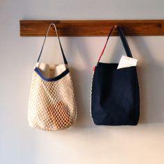 mesh bag and tote in one My Bags, Purses And Bags, Diy Tote Bag, Net Bag, Produce Bags, Simple Bags, Fabric Bags, Knitted Bags, Bag Making