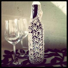 Crochet Wine Bottle Tote Bag Wine Bottle Gift, Wine Bottle Covers, Wine Bottle Crafts, Wine Bottles, Crocheted Bags, Handmade Market, Gift Wrap, Craft Gifts, Crochet Projects