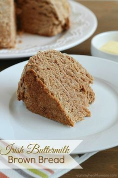 Irish Buttermilk Brown Bread - hearty whole wheat Irish soda bread. Delicious by itself or as a filling side dish. This Irish Buttermilk Brown Bread is QUICK & EASY and uses NO yeast! Whole Wheat Pita Bread, Whole Wheat Soda Bread Recipe, Irish Brown Bread, Buttermilk Bread, All You Need Is, Muffins, Pan Integral, Brunch, Muffin Bread