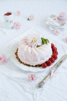 Strawberry Ice Cream Cake, Ice Cake, Pretzel Crust, Best Italian Recipes, Nice Cream, Frozen Yogurt, Yummy Cakes, Frozen Treats, Sorbet