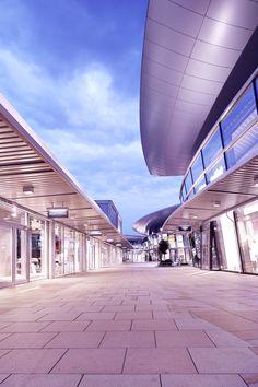 Abenddämmerung in den designer outlets Wolfsburg