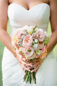September wedding bride bouquet, September wedding ideas, Fall wedding inspiration