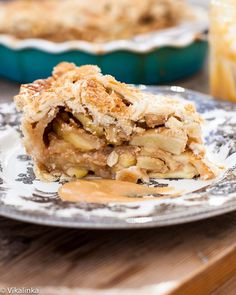 Dulce de leche Apple Pie  Apples tossed in dulce de leche and wrapped in the flakiest pastry ever! #pie #pastry