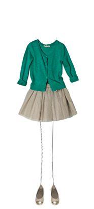 Stilen rammer plet her - nederdel med vidde og klassisk cardigan  Silhuet