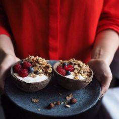 🎉1. ledna 2019🎉 Pro mě je to magické číslo. Začínáme další rok plný dobrodružství. A samozřejmě nemůže chybět nové číslo magazínu Na skok v kuchyni, ve kterém hodlám pokračovat i letos😉 Recept na tuto úžasnou granolu najdete právě v tomto čísle. Líbí se vám fotka? 📸 @mycookingdiary.cz Magick, Granola, Acai Bowl, Breakfast, Food, Acai Berry Bowl, Morning Coffee, Essen, Witchcraft