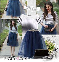 Тельняшка и пышная синяя юбка