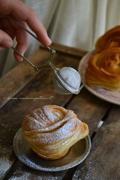 Good idea to use a tea infuser to dust baking with icing sugar Italian Desserts, Mini Desserts, Italian Recipes, Dessert Recipes, Macaron, Sweet Cakes, Sweet Bread, Food Inspiration, Love Food