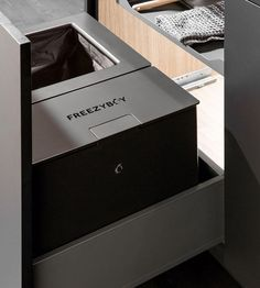 The flexible waste system with the FreezyBoy chilled organic waste bin – compatible with all drawer pull-outs on the market - peka Drawer Pulls, Flexibility, Chill, Drawers, Marketing, Innovation, Organic, Design, Side Wall