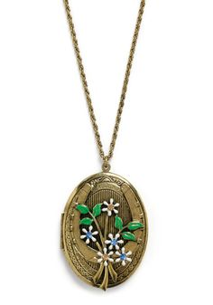 I've always wanted an oversized locket and I LOVE everything about this one that @Elsie Larson Designed!