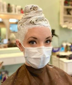 Blonde Dye, Blonde Hair, Vintage Hair Salons, Beauty Uniforms, Going Blonde, Bleach Dye, Bleached Hair, Vintage Hairstyles, Dyed Hair