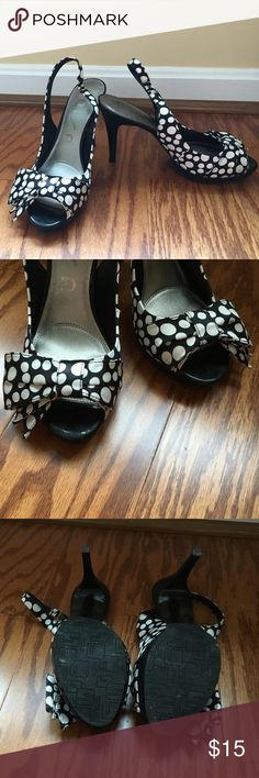 Bow polka dot heels Polka dot heels. Retro and cute. Has some signs of wear otherwise good condition! Shoes Heels