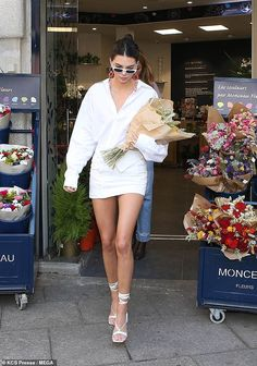 Kendall jenner style 476889048039024306 - Monochrome maven: She completed the look with a skimpy white miniskirt and lace-up heeled sandals Source by Kylie Jenner Outfits, Kendall Jenner Outfits, Kendall And Kylie Jenner, Kendall Jenner White Dress, Kendall Jenner Modeling, Fashion Models, Fashion Outfits, Fashion Fashion, Jenner Sisters