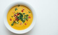 Vegansk søtpotet- og gulrotsuppe med smak av India