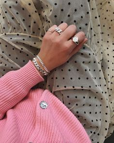 Pin on expensive jewelry Cute Jewelry, Jewelry Accessories, Fashion Accessories, Silver Jewelry, Mode City, Look Fashion, Womens Fashion, Fashion Boots, Look Boho
