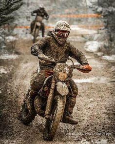 KTM racing through the mud. Moto Off Road, Enduro Vintage, Ski Doo, Enduro Motocross, Dirt Bike Racing, Ktm Dirt Bikes, Dirtbikes, Bike Trails, Scrambler