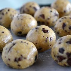 Recipe Box: Healthy No-Bake Cookie Dough Bites cup raw cashews cup oats 2 Tbsp agave syrup 1 Tbsp maple syrup 1 tsp vanilla extract ¼ chocolate chips Healthy No Bake Cookies, Healthy Sweets, Healthy Baking, Healthy Food, Healthy Sugar, Vegan Sweets, Just Desserts, Delicious Desserts, Dessert Recipes