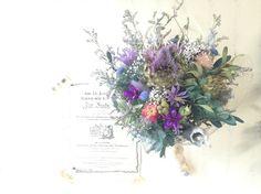 アンティークな色合いのドライフラワーブーケです。落ちついているけれど、ぼんやりとした夢の中をイメージした色合いの花を合わせました。麻でラッピングをして、ナチュ...|ハンドメイド、手作り、手仕事品の通販・販売・購入ならCreema。 Flower Bouquet Boxes, Flower Bouqet, Bridal Flowers, Flower Bouquet Wedding, Flower Art, Floral Wedding, Sola Flowers, Dried Flowers, How To Preserve Flowers