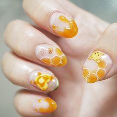 This Winnie the Pooh Disney nail art is so clever. This Winnie the Pooh Disney nail art is so clever. Nail Art Vernis, Gel Nail Art, Nail Art Diy, Diy Nails, Nail Polish, Nail Manicure, Asian Nail Art, Asian Nails, Fall Nail Designs