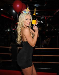 Maison Veuve Clicquot produces luxury champagnes since Discover the collection, the house and food pairing recipes made by chefs. Cristal Champagne, Best Champagne, Veuve Clicquot, Bodycon Dress, Poses, Photo And Video, Female, Bikinis, Dresses