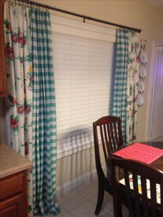 Woman curtains using tableclothsPioneer Woman curtains using tablecloths woman kitchen decor Kitchen Dinning Room, Teal Kitchen, Kitchen Redo, Country Kitchen, Kitchen Ideas, 50s Kitchen, Kitchen Remodel, Pioneer Woman Dishes, Pioneer Woman Kitchen