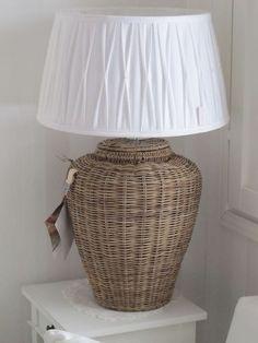 Маргарита Ивченко Rattan, Casas Country, Wicker Pendant Light, Beachy Colors, Shine The Light, Paper Weaving, Weave Styles, Paper Basket, Basket Decoration