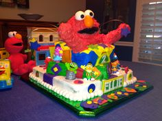 Elmo birthday cake.