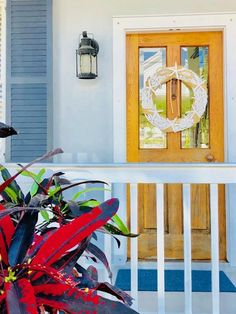 South Florida Style: Today we're all about one of our favorite aesthetic styles: Key West, Florida. The color and coastal vibes are pure energy! Nautical Lanterns, Florida Style, Indoor Outdoor Living, Resort Style, South Florida, Key West, Traditional House, Design Trends, Coastal